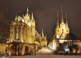 Domberg von Erfurt bei Nacht im Winter